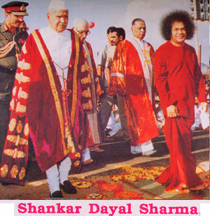 President of India Dayal Sharma with Sathya Sai Baba